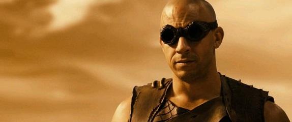 Riddick-2013-Dual-Audio-Hindi-Eng-BRRip-720p-710mb-moviecomix.com3_